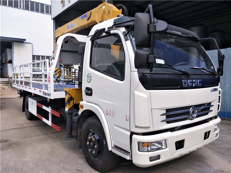DFAC wrecker truck with crane