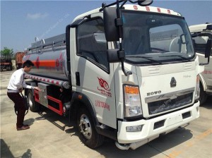 HOWO mini fuel tanker (5000L)