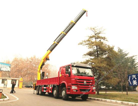 HOWO Truck Mounted Crane