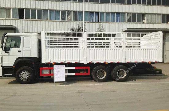 SINOTRUK HOWO 6X4 Van Cargo Truck