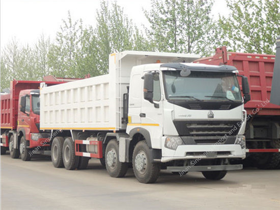 SINOTRUK HOWO A7 8 × 4 Camión Volquete