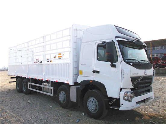 SINOTRUK HOWO A7 Van Cargo Truck
