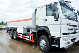 SINOTRUK HOWO carburant / huile camion-citerne