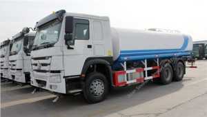 SINOTRUK HOWO eau Camion-citerne